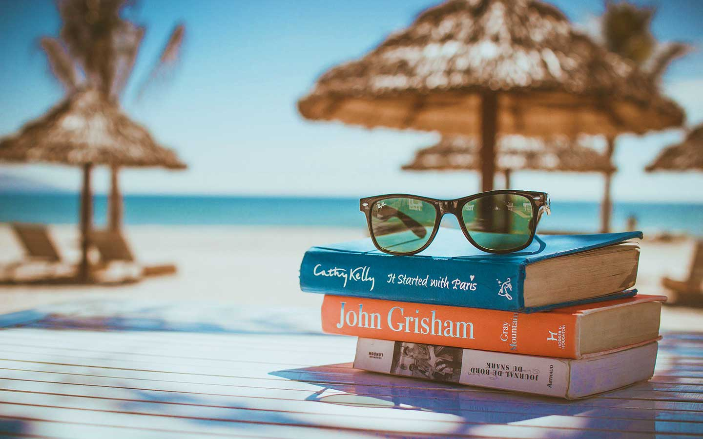 how-to-pack-for-a-beach-day-beach-reads