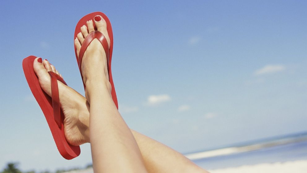 how-to-pack-for-a-beach-day-flip-flops