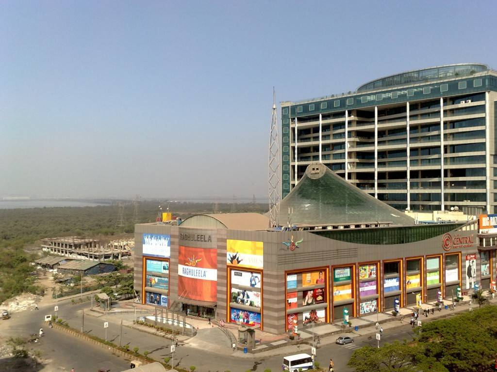 raghuleela-mall-best-places-to-visit-in-mumbai_image