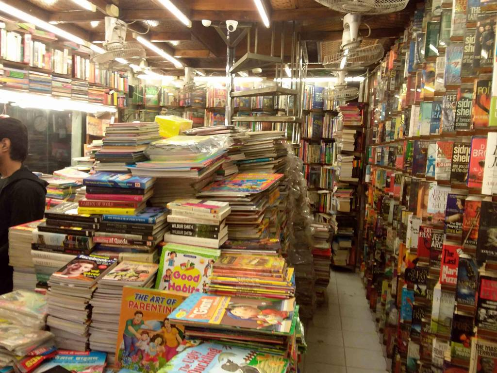Connaught_Place_book_market_image