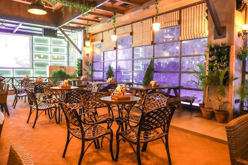 multi_cuisine_restaurant_gurgaon_Green_house_image