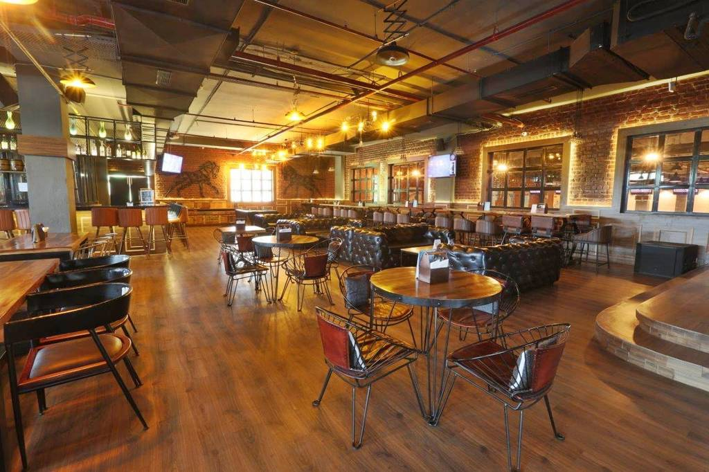 best-new-year-eve-parties-gurgaon-pitstop-bowling-and-brewery-image