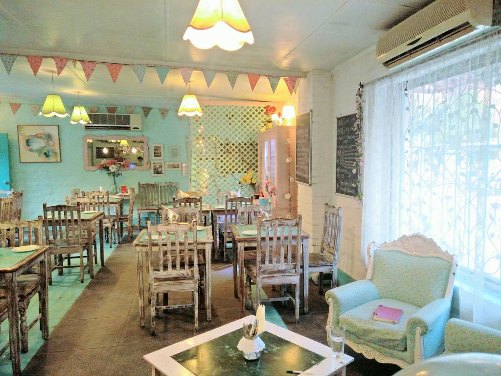 Best-Restaurants-In-Delhi- The-Rose-Cafe_image
