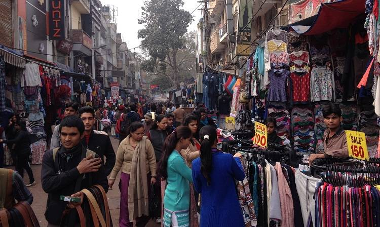 sarojini-nagar-market-best-places-to-visit-in-delhi_image