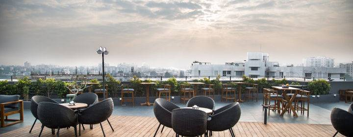 rooftop_restaurants_pune_teddy_boy_image