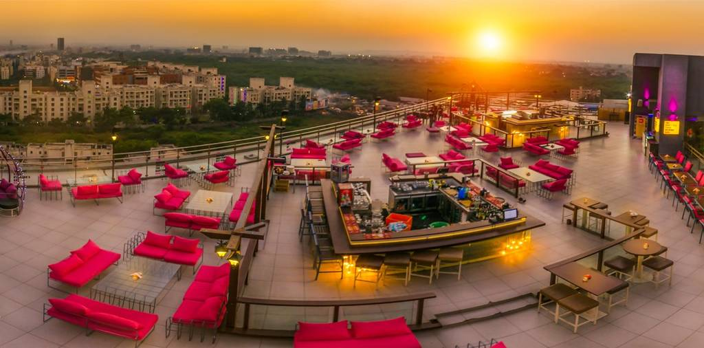 rooftop_restaurants_pune_flying_saucer_image