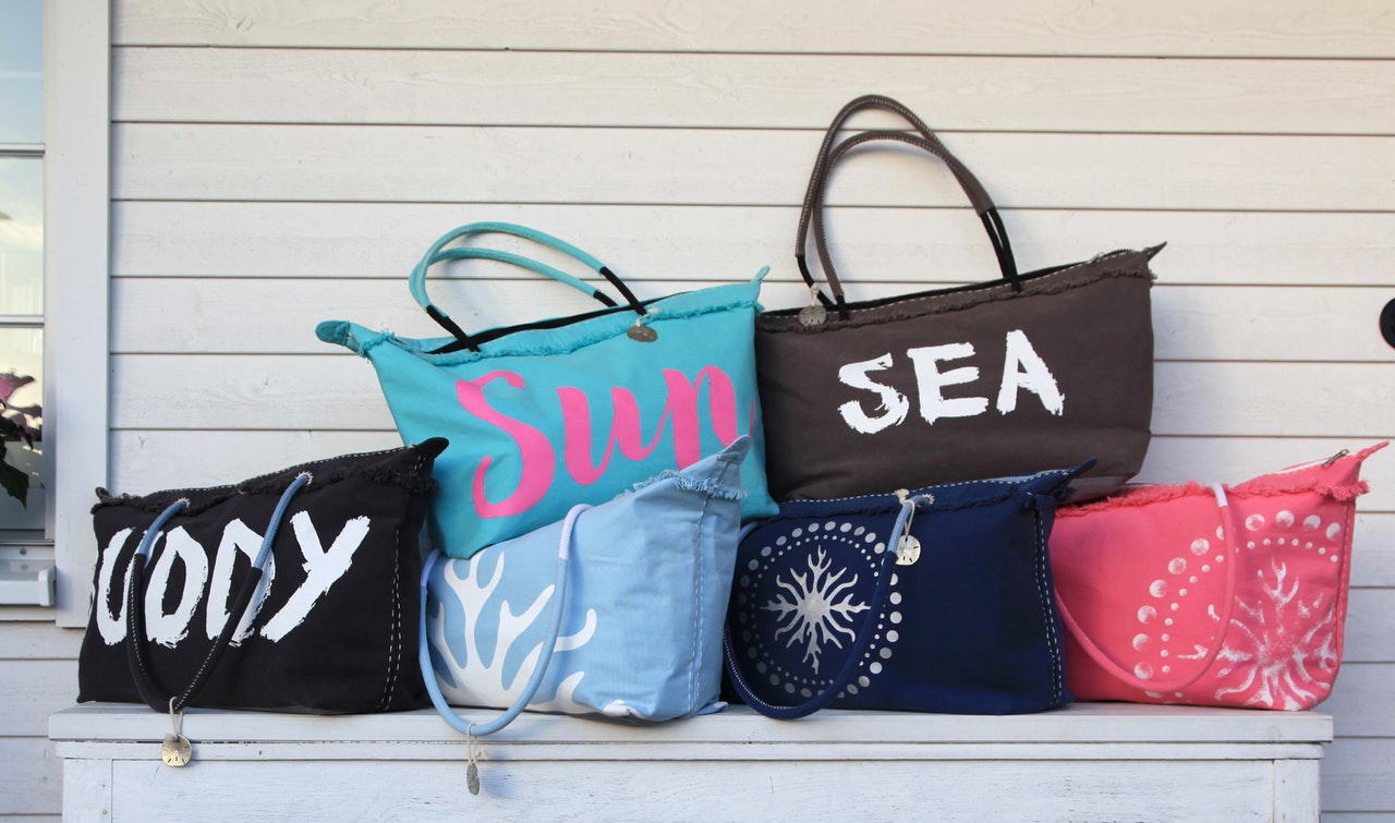 what-to-wear-in-goa-beach-bag_image