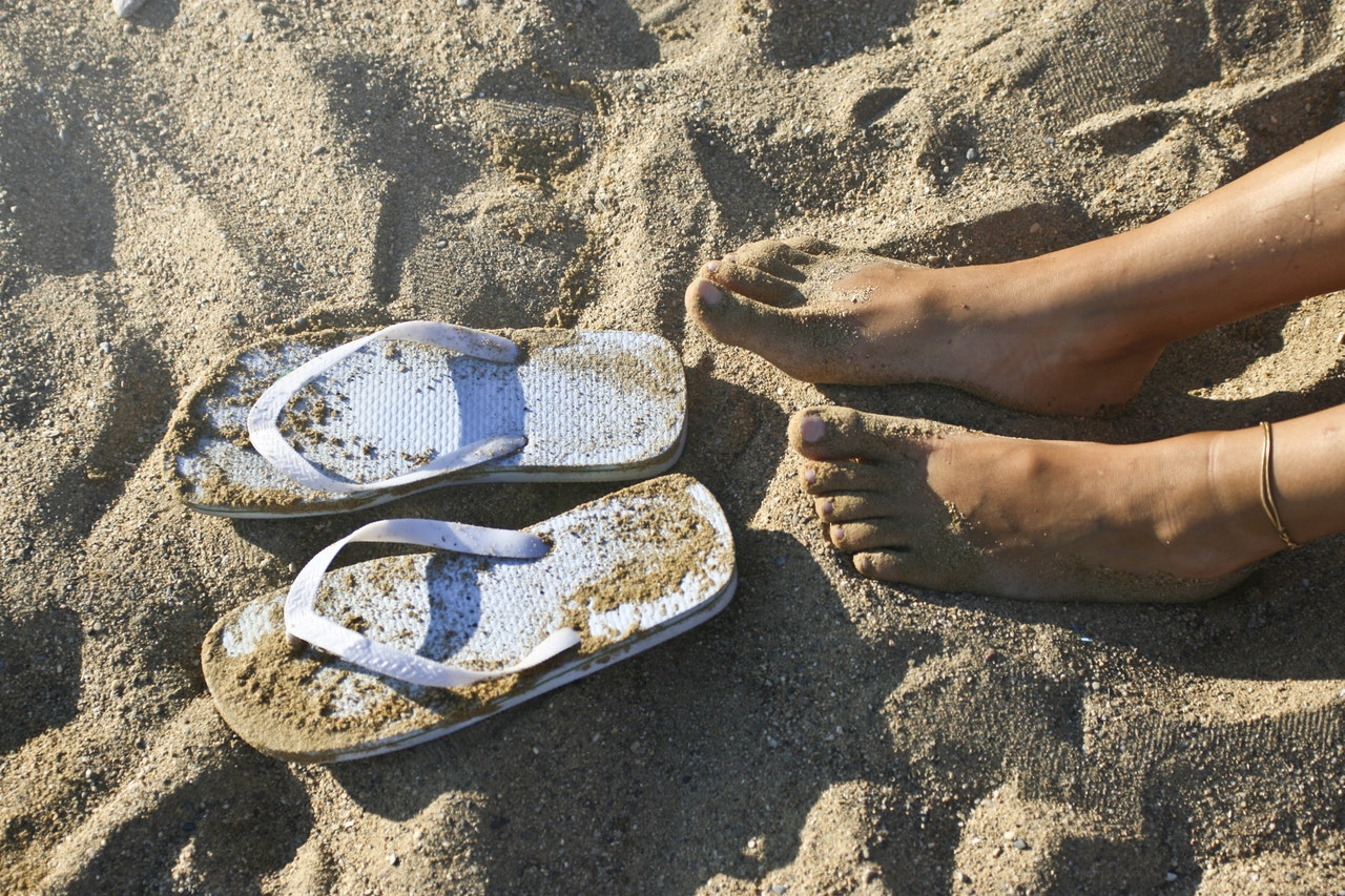 flip-flops-what-to-wear-in-goa_image