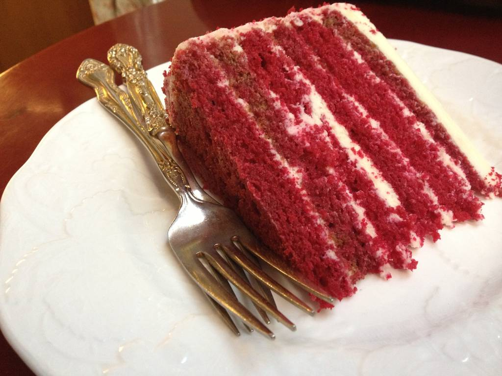 dishes-to-try-in-hauz-khas-village-red-velvet-cake-elmas-bakery