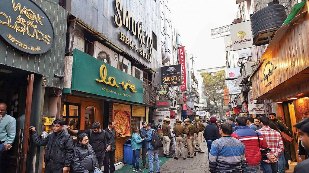 khan-market-best-places-to-visit-in-delhi_image