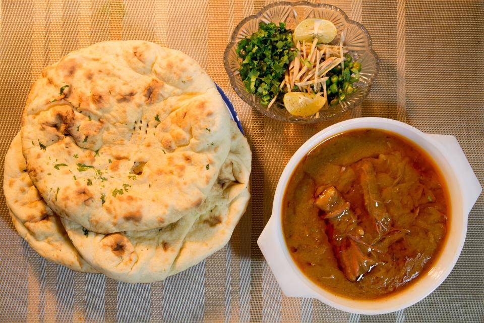 khamiri roti and mutton_image