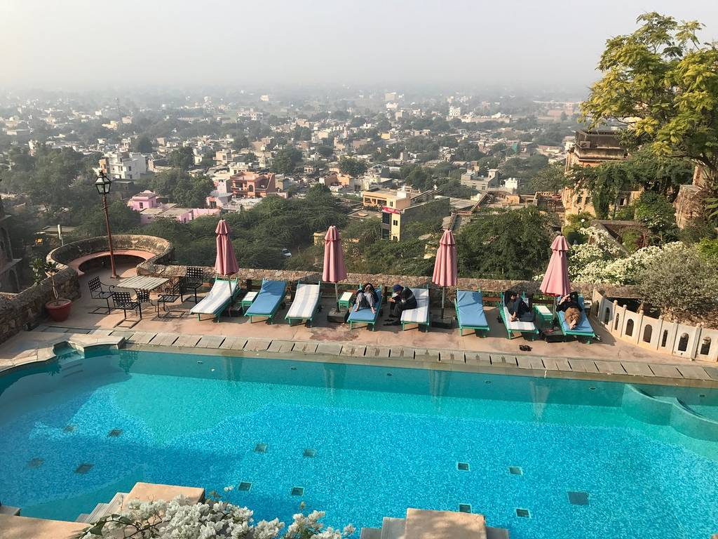 travelogged-3-things-to-do-in-neemrana-swimming-pool-image