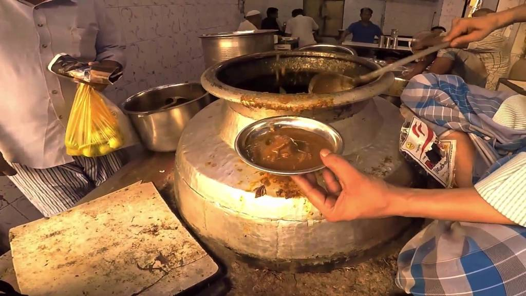 old_delhi_snacks_Nihari_At_Haji_Shabrati_Nihari_Wale_Image