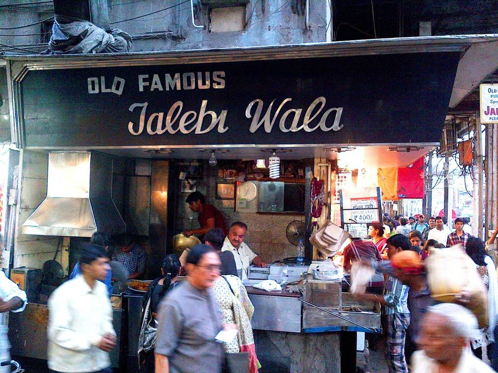 old_delhi_snacks_Jalebi_From_Old_Famous_Jalebi_Wala_Image