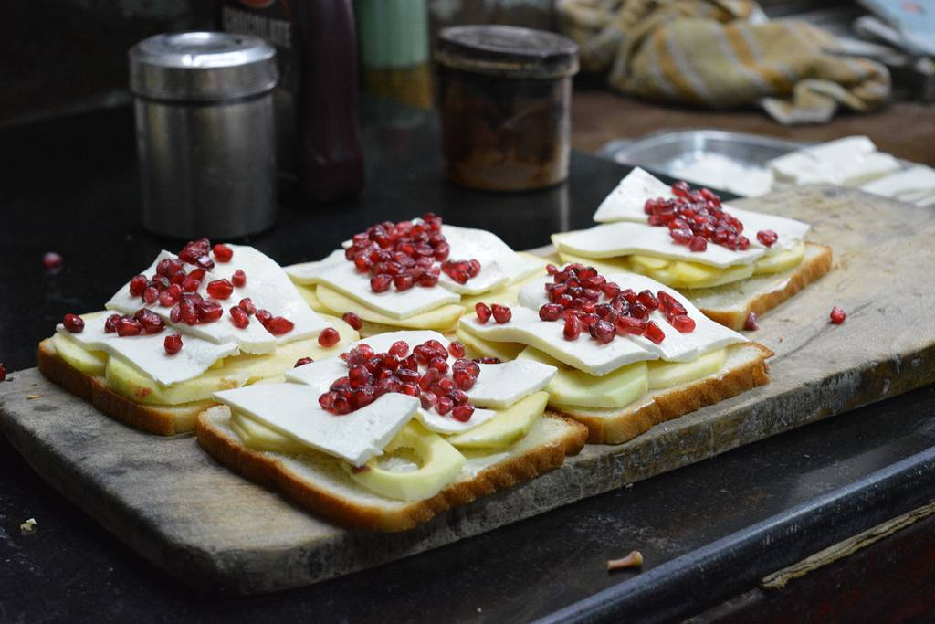 old_delhi_snacks_Fruit_Sandwiches_At_Jain_Coffee_House_Image