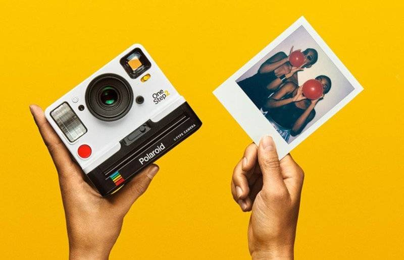 polaroid-camera-gifts-for-him-valentine's-day_image