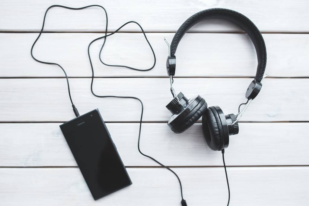 headphones-gifts-for-him-valentine's-day_image