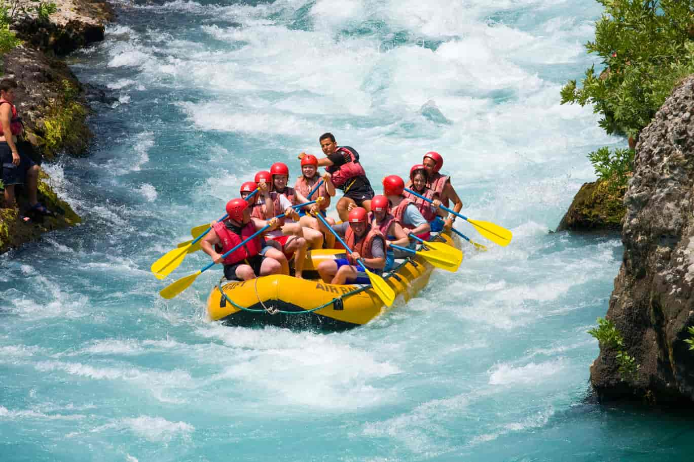 travelogged-12-things-to-do-coorg-riveer-rafting_image